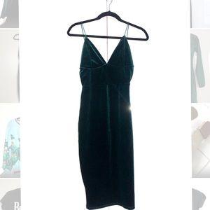 Green Missguided fitted velvet dress